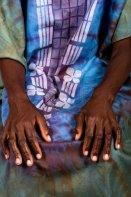 femme ridee avec les mains